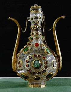 Water bottle, rock-crystal, gold, emeralds, rubies. Istanbul, last quarter 16th. H: 21 cm    Topkapi Sarayi Museum, Istanbul, Turkey