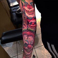 A killer clown from outer space sleeve by Dave Allen (IG—daveallentattoos). Funny Tattoos, Badass Tattoos, Head Tattoos, Body Art Tattoos, Tattoos For Guys, Payasa Tattoo, Mask Tattoo, Best Tattoo Designs, Tattoo Sleeve Designs
