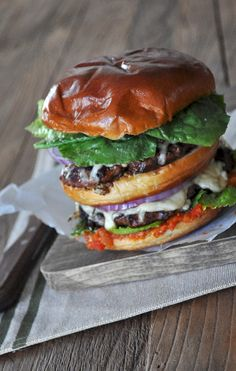 Big Burger with Bacon Jam - Food Well Said Affordable Catering, I Love Food, Good Food, Big Burgers, Bacon Jam, Vegan Menu, Quick Weeknight Meals, Catering Menu, Menu Restaurant