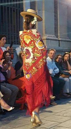 ¡Siempre admirado!🎸🍷 Flamenco Dancers, Kaftan, Bohemian, Glamour, Street Style, Style Inspiration, Fashion Outfits, Embroidery, Beautiful Things