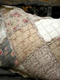 Rag quilt !! Great idea...huge squares with many small squares sewn...Never ween this look...I like it...Seems like less work than cutting and sewing so many small squares together... Quilting Projects, Quilting Designs, Sewing Projects, Shabby Chic Quilts, Vintage Quilts, Country Quilts, Linens And Lace, Quilted Pillow, Fabric Art