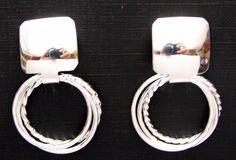 Tres los anillos en las orejas ¿? O_O