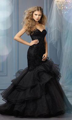 go daring in black! Black Wedding Gowns, Wedding Dress Trends, Wedding Dress Styles, Gown Wedding, Gothic Wedding, Wedding Ideas, Tulle Wedding, Trendy Wedding, Wedding Blog