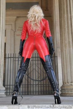 Fetish lady Heike in red leather catsuit