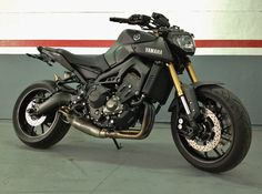 Yamaha MT09 Matte black with a lot of extras Puig and a beauty and noisy Akrapovic!