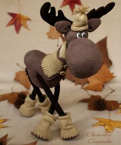 Dolls and handmade toys. A walk in the woods . Christmas Sewing, Primitive Christmas, Christmas Crafts, Christmas Decorations, Handmade Ornaments, Handmade Toys, Handmade Christmas, Moose Decor, Christmas Characters
