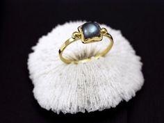 Dainty little stacking jewels from Emmanuelle Zysman in zparis - Labradorite cabochon Brunehilde vermeil ring