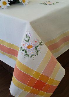 REDUCERE -50% pentru Față de masă Valentini Bianco WKY15 Yellow, dimensiuni disponibile: 85x85 cm și 140x180 cm. Preț de la numai 15,50 Lei.
