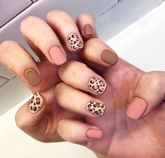 What Christmas manicure to choose for a festive mood - My Nails Nail Manicure, Diy Nails, Manicures, Korean Nails, Leopard Print Nails, Valentine Nail Art, Classic Nails, Perfect Nails, Trendy Nails