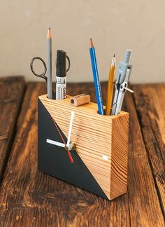 Wall Clock Wooden, Wood Clocks, Diy Home Crafts, Wood Crafts, Homemade Clocks, Wood Pencil Holder, Clock Painting, Bois Diy, Small Wood Projects