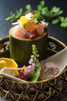 ABBA RESORTS IZU - 坐漁荘 和食処さくら Japanese Dishes, Japanese Food, Sushi Recipes, Cooking Recipes, Candy Sushi, Food Art For Kids, Sashimi, Restaurant Recipes, Culinary Arts