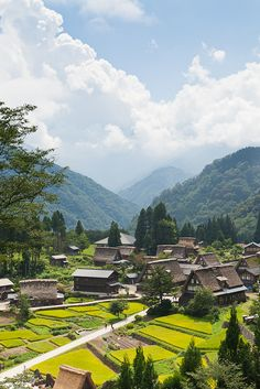 Sunbathed village, Gokayama, Japan  This old and still self-sustaining village is located in a deep mountainous region that was cut off from the rest of the world for a  long period of time. Japanese Buildings, Japanese Architecture, Japanese Streets, Japan Village, Gokayama, Japanese Mountains, Extrême Orient, All About Japan, Most Beautiful Pictures