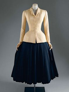 1947, Christian Dior This Bar Suit was the most famous look in Dior's influential 1947 collection.