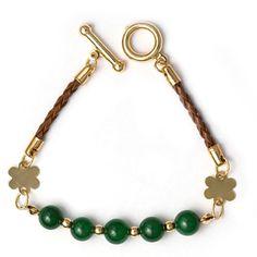 Pulseira com Jade da Málasia Verde, Couro e Entremeio Folheado em Ouro