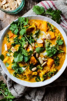 Sweet Potato, Cauliflower and Peanut Stew (vegan & gluten free) A super easy & healthy recipe packed with flavour. Perfect for a quick lunch or dinner.