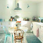 Cómo pintar y decorar un mueble blanco con efecto envejecido.   Mil Ideas de Decoración Ideas, Distressed Furniture, White Cabinets, Grow Old, How To Paint, Pintura, Thoughts