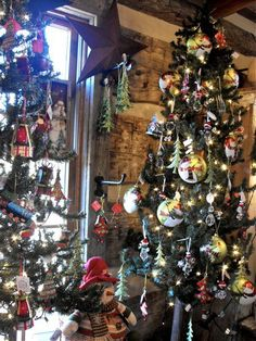 Christmas decorations in log cabin... Stunning Christmas Tree and ornaments.