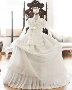 한복 Hanbok : Korean traditional clothes[dress] Korean Traditional Dress, Traditional Fashion, Traditional Dresses, Asian Wedding Dress, Korean Wedding, Wedding Dresses, Korean Dress, Korean Outfits, Oriental Fashion