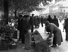 Dundalk Market Day Dundalk market day an image from the National Folklore Collection UCD University College Dublin, Types Of Resources, Still Image, View Image, Business Marketing, Old Photos, Ireland, Irish, History