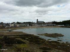 St Malo  a Marée Basse #picnic#famille#mouette#nuage#pluie#contrefou#sandwich#pain#manger#mouette#enfants#