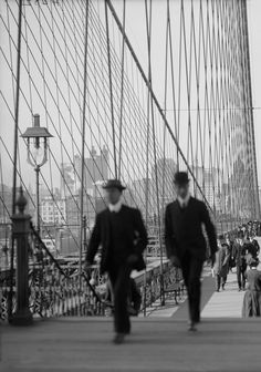 National Walk to Work Day! Walking to work across the Brooklyn Bridge Old Photos, Vintage Photos, Manhattan Nyc, Vintage New York, I Love Ny, Back In The Day, Vintage Photography, Brooklyn Bridge, Black And White Photography