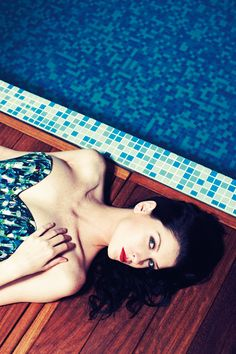 Photo Ideas: shoot portraits by the pool