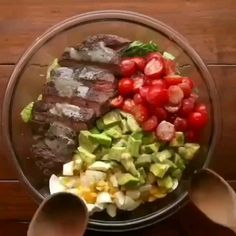 Full recipes in link bellow. This salad combines two of the best things in the world, steak and avocado 😍 not only is Healthy Eating Recipes, Healthy Snacks, Healthy Eats, Proper Tasty, Steak Salad, Avocado Recipes, Avocado Salad, Side Salad, Great Recipes