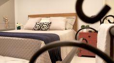RP Arquitetura   Quartos - Você quer mudar a decoração do seu quarto e não sabe se usa móveis planejados ou feitos em marcenaria para uma melhor ocupação do espaço? Fale conosco!