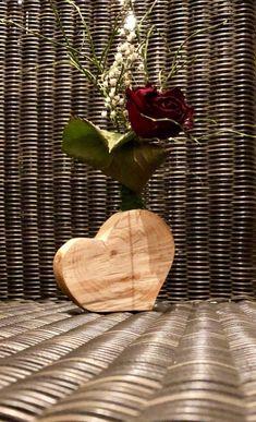 Ich freue mich, den jüngsten Neuzugang in meinem #etsy-Shop vorzustellen: Holzherz, Vase (auch mit Gravur möglich) Vase, Etsy Shop, Home Decor Accessories, Handmade, Love, Flower Vases, Vases, Flowers Vase, Jars