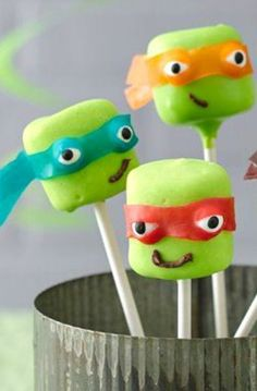 Teenage Mutant Ninja Turtles Marshmallow Pops How-To Jaz would love these, too bad Dex couldn't eat them. Turtle Birthday Parties, Ninja Turtle Birthday, Ninja Turtle Party, Boy Birthday, Ninja Turtle Cupcakes, Birthday Ideas, Ninja Turtles, Mutant Ninja, Teenage Mutant
