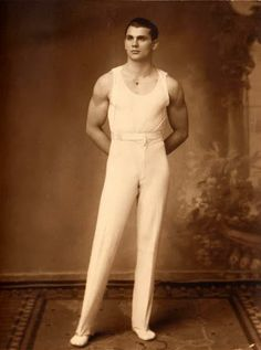 Pin-ups from early photography; men whose looks smoulder down the centuries. May contain traces of discreet vintage nudity. Vintage Gentleman, Vintage Men, Vintage Black, Vintage Fashion, Vintage Sailor, Retro Men, Vintage Style, Best Beauty Tips, Beauty Hacks