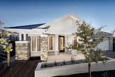 Cultured stone combined with white timber cladding gives the ultimate Hamptons look. The Designer by Metricon Fortitude is on display in Warragul, VIC. House Cladding, Facade House, House Facades, Timber Cladding, Stone Cladding, Die Hamptons, Hamptons Style Homes, Style At Home, Front Porch Columns