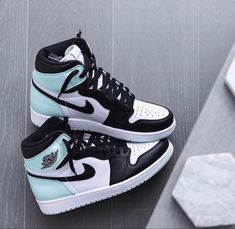 Dr Shoes, Swag Shoes, Cute Nike Shoes, Cute Nikes, Cute Sneakers, Nike Air Shoes, Hype Shoes, Converse Sneakers, Casual Sneakers