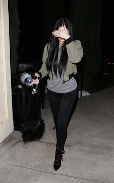 February 2015 - Kylie Jenner going to Sugarfish in Calabasas. Kylie Jenner Outfits, Kylie Jenner Jeans, Kylie Jenner Mode, Trajes Kylie Jenner, Looks Kylie Jenner, Oufits Casual, Casual Outfits, Cute Outfits, Fashion Outfits