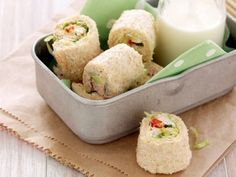 shushi sandwich bites / going japanese / seems easy Sushi Sandwich, Toast Sandwich, Sandwich Fillings, Sushi Recipes, Lunch Box Recipes, Cooking Recipes, Healthy Recipes, Lunchbox Ideas, Healthy Meals For Kids