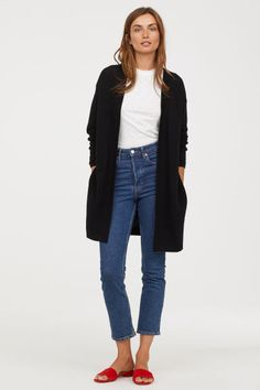 Here is Black Cardigan Outfit Idea for you. Black Cardigan Outfit outfit with outfits with c a black cardigan chicisimo. Winter Cardigan Outfit, Cardigan Outfits, Cardigan En Maille, Ribbed Cardigan, Long Cardigan, Fall Fashion Trends, Autumn Fashion, Fashion Ideas, Spring Outfits