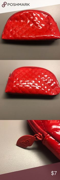 Ipsy makeup bag Ipsy makeup bag. Used a few times but in great condition ipsy Bags Cosmetic Bags & Cases