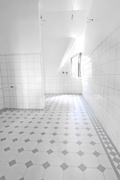Black White Bathrooms, Black And White Tiles, Upstairs Bathrooms, Laundry In Bathroom, Flur Design, Toilet Room, Bath Girls, Home Hacks, Bathroom Renovations
