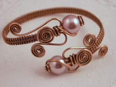 Copper Pearl Wrap Bracelet (I have lots of copper wire and fresh water pearls, this could be very interesting. A combination I wouldn't have thought of) Copper Wire Jewelry, Wire Jewelry Making, Wire Jewelry Designs, Handmade Wire Jewelry, Jewelry Crafts, Beaded Jewelry, Jewelry Necklaces, Gold Necklace, Wire Wrapped Bangles