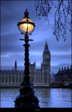 Big Ben by Lamp light by =mym8rick on deviantART