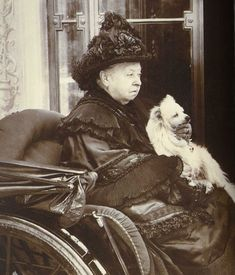During a holiday in Florence 1888 the Queen acquired a foundation stock of volpino italiano, Italian or Florentine Spitz.