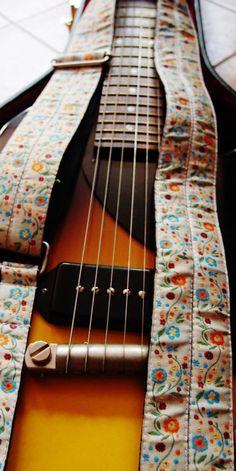 Tracolla per chitarra  fatta a mano  Guitar Strap  di EliCreates, €30.00
