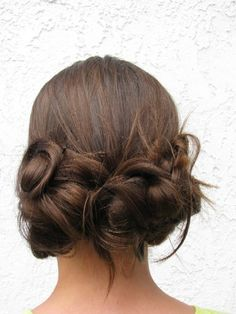 cute tutorial on a 3 ponytail bun. easy. cute. Nice addition of pull through pony on top of head.