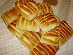 Tvarohové hrebene • recept • bonvivani.sk Hot Dog Buns, Hot Dogs, Bread, Sweet, Ale, Food, Gardening, Basket, Candy
