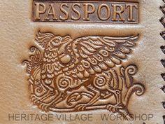 Фрагмент кожаной паспортной обложки . #паспортные_обложки , #passport_cover