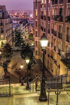 Quartier Montmartre . - 75018 Paris, Montmartre - La Chapelle - 18e Arrondissement