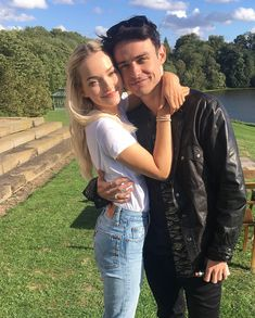 Find images and videos about couple, dove cameron and thomas doherty on We Heart It - the app to get lost in what you love. Cute Couple Pictures, Couple Photos, Dave Cameron, Dove And Thomas, Dove Cameron Style, Les Descendants, Cool Vintage, Hairspray Live, Film Disney