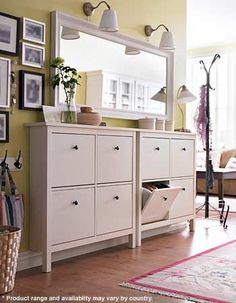 HEMNES Shoe cabinet with 4 compartments, black-brown, 42 A place to organize and store all your shoes, making life on the go a little easier. The simple, classical design with a touch of tradition looks great with other furniture in the HEMNES series. Entryway Shoe Storage, Ikea Entryway, Narrow Entryway, Ikea Storage, Storage Mirror, Narrow Hallways, Apartment Entryway, Small Entrance, Ikea Hallway