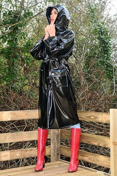 British manufactured high quality trenchcoats, capes, jackets overtrousers and a full range of festival clothing. Black Raincoat, Mens Raincoat, Pvc Raincoat, Plastic Raincoat, Imper Pvc, Black Mac, Wellies Boots, Rain Boots, Knee Boots