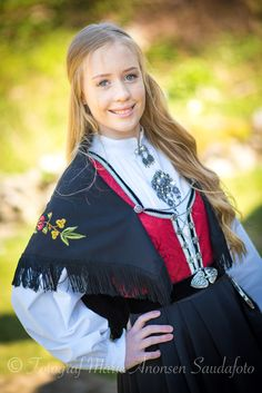Konfirmant portrett Folk Costume, Costumes, Medieval Dress, Traditional Dresses, Cool Style, Pictures, Beauty, Fashion, Medieval Gown